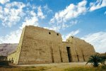 Medinet Habou. Premier pylône du temple de Ramsès III. © Franco Giani