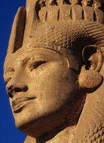 Colosse de Merytamon (fille de Ramsès II)  à Akhmîm. © François Gourdon
