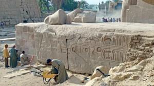 Restauration de la face nord du socle du colosse de granit de la première cour